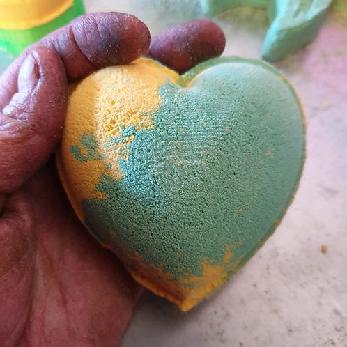 LARGE HEART BATH BOMB MOULD