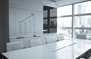sala de juntas blanca