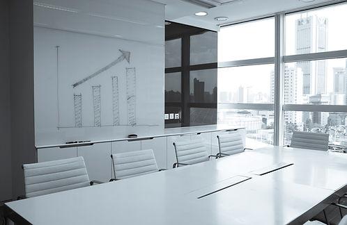 salle de réunion blanche