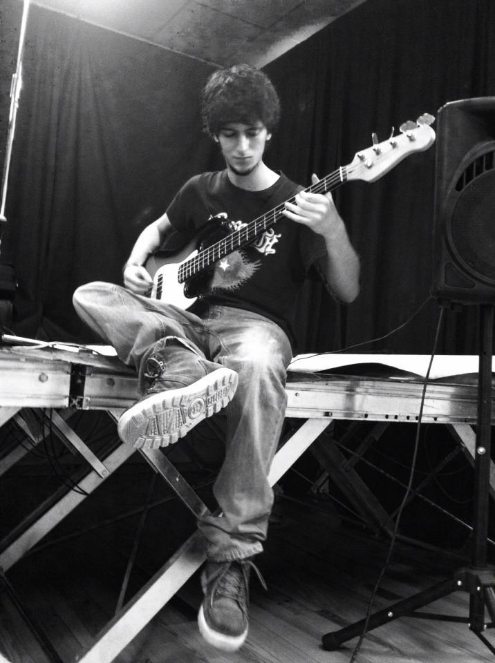 Louis le bassiste.jpg