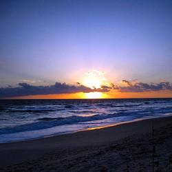 The sky was on fire this morning!! 🔥 🔥 🔥 #sunrise #destin #theturftailors #beach #destinstagram _