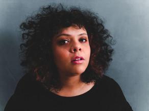 """""""Quando eu estou cantando, eu defendo a minha existência"""", conheça a artista Maíra Garrido"""