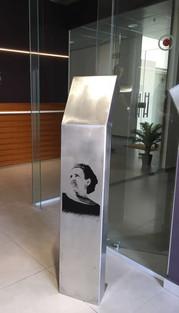 הדפס משי באפוקסי על סטנד נירוסטה