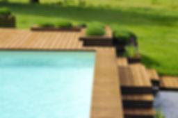 Aménagements extérieurs bois. Création de terrasses sur plusieurs niveaux soulignant les perspectives.