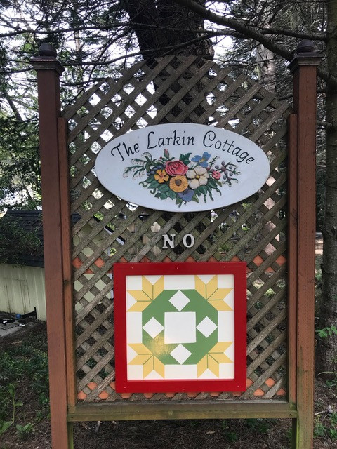 Larkin Cottage - perfect spot for a quilt block