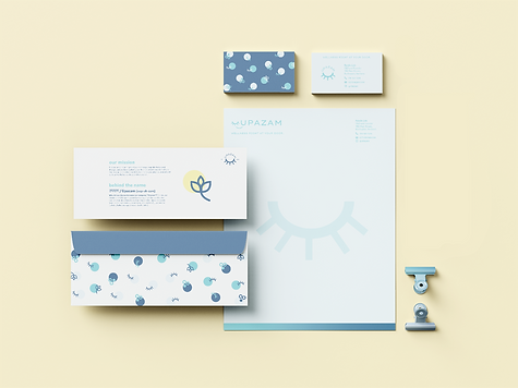 Us_Business_Card_Mockup_4.png