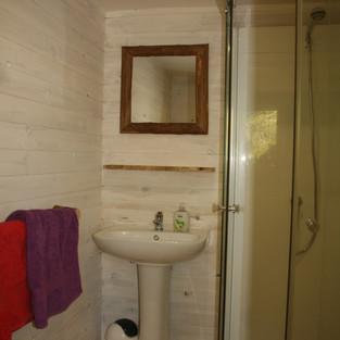 Bathroom Cerise Cabin.jpg