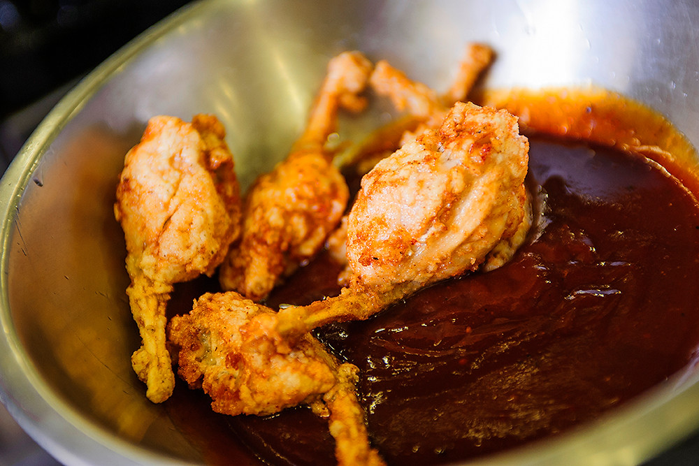 Frog legs in Barbecue Sauce