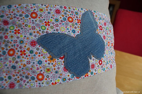 Kissen mit Schmetterlingsapplikation