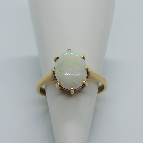* 9ct gold opal ring