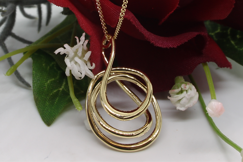 * 9ct gold loop pendant and chain