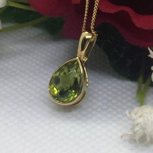 *9ct gold Peridot tear drop pendant