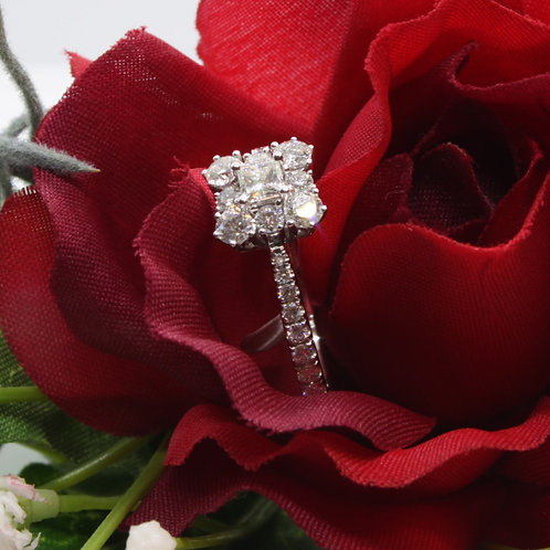 * 18ct gold Diamond cluster ring