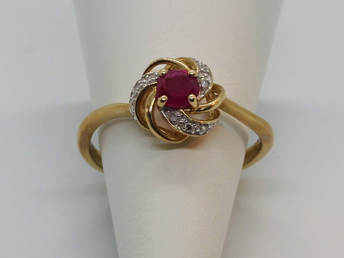 * 9ct gold Ruby and Diamond classic twist ring