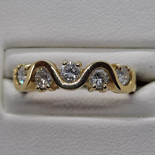 * 18ct yellow gold diamond wave ring