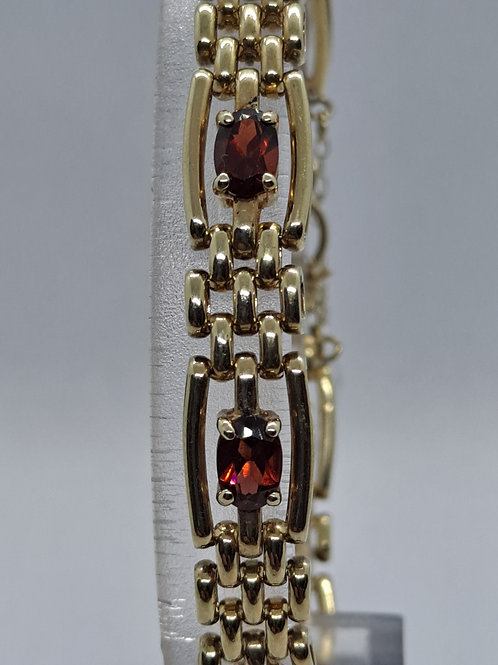 9ct garnet bracelet