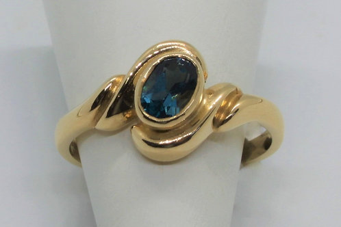 * 9ct gold Blue Topaz ring