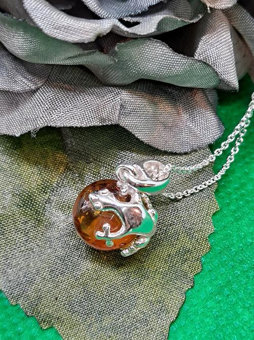 Gecko pendant & chain