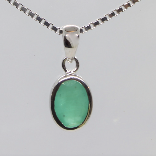 * 9ct gold Emerald pendant and chain