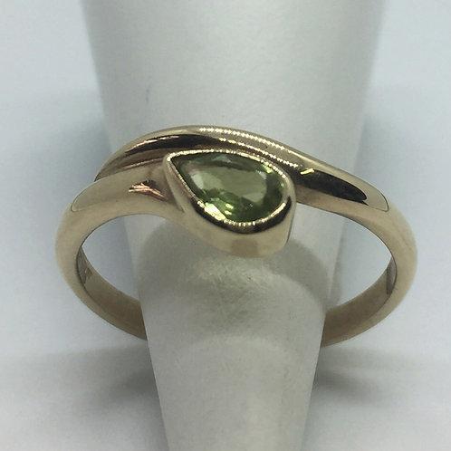 * 9ct gold Peridot ring