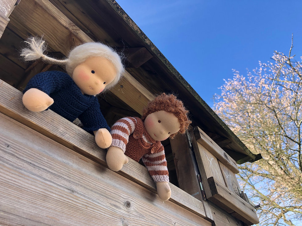 Lotte en Olivier spelen buiten.jpg