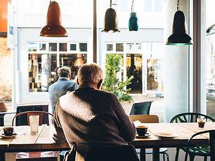 לבדי במסעדה