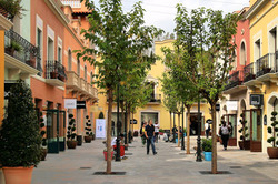 La Roca Village 3