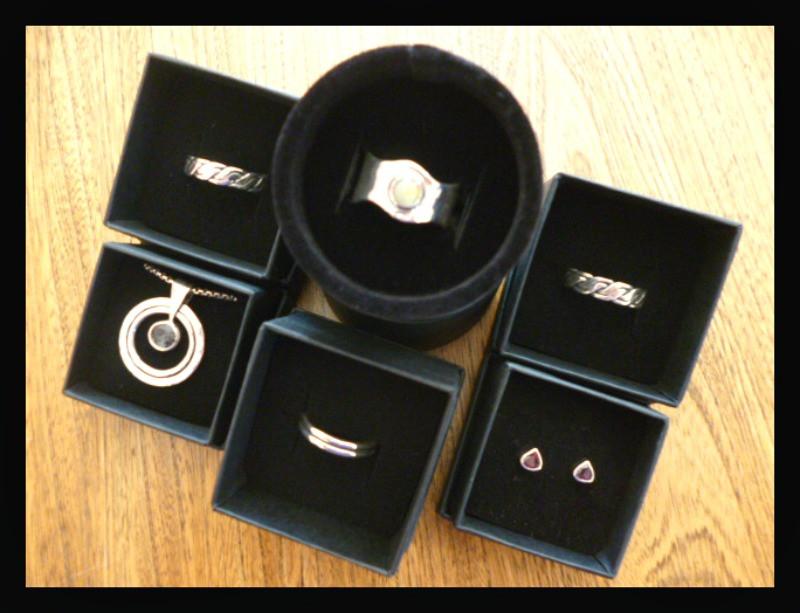 bijoux en argent Arte-Sincero bague en argent et opale anneaux tressés en argent boucles d'oreilles en argent et grenat rhodolite collier en argent