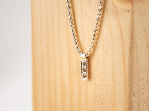 Collier minimaliste en argent 925 et grenats héssonites