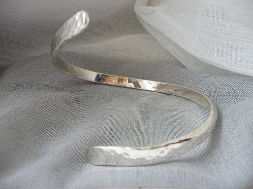 Bracelet en argent martelé réalisable sur commande