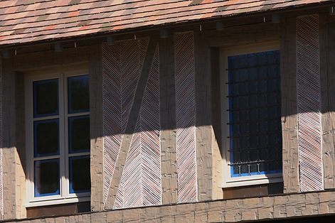 Clay roof tiles cut in half for an amazing wall detail