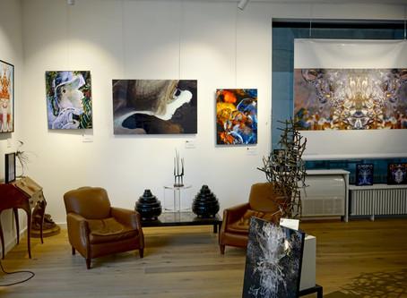 Nimes - Grands Formats A La Galerie Carrée