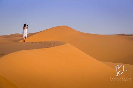 Lever de soleil dans le désert