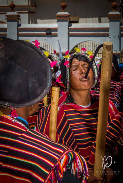 Hommes yamparas jouant de l'ayarichi