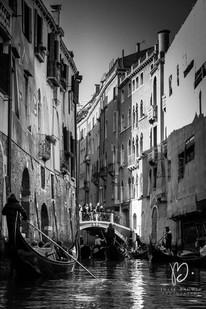 Gondole sur un canal, Venise