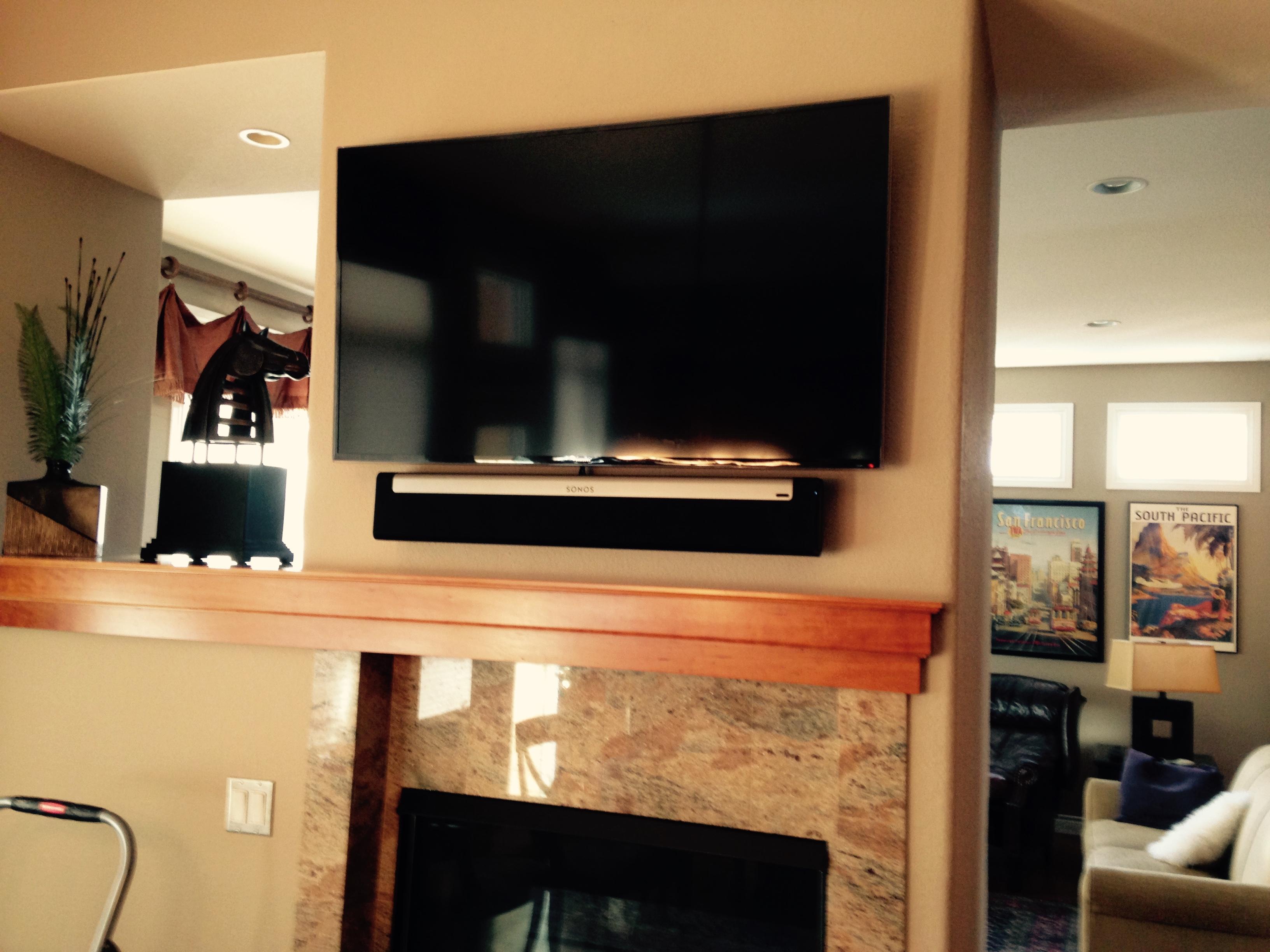 4K Tv in Breakfast Nook