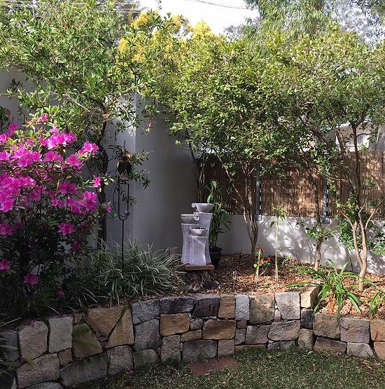 カウンセリングルーム2から見える庭.JPG