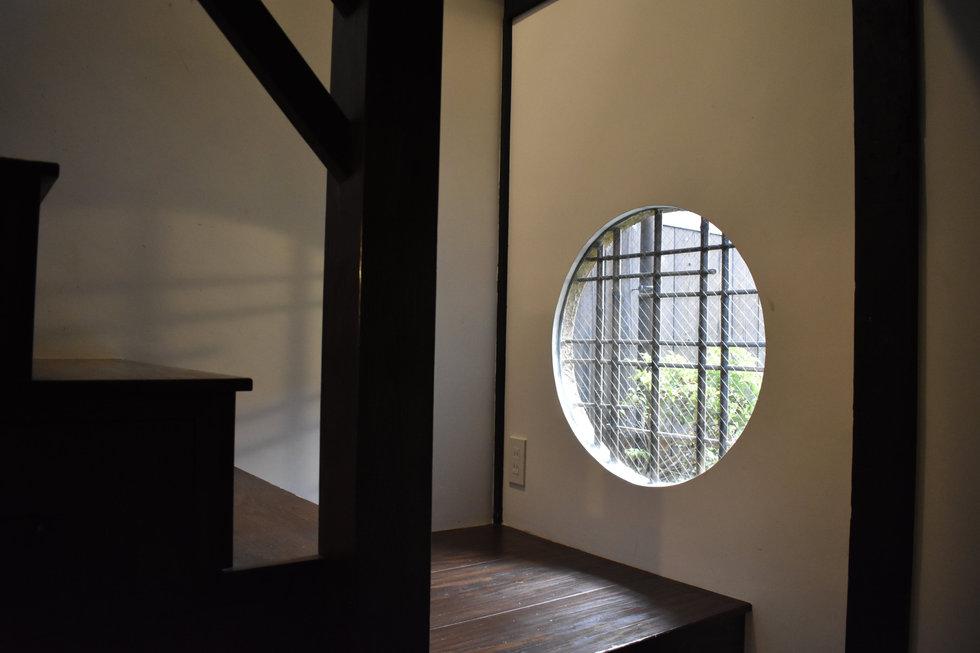 丸窓.JPG