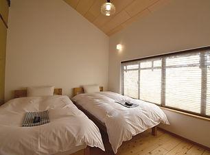 寝室_ベッド.jpg