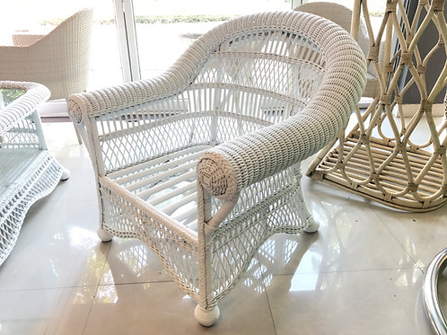 Oriental white chair เก้าอี้อาร์มแชร์หวายสีขาว