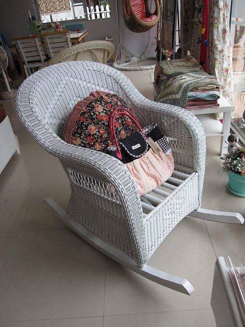 เก้าอี้โยกหวายแท้สีขาววินเทจ