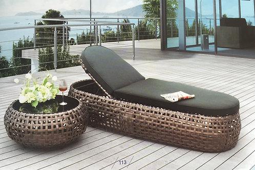 Sun sofa 113 เตียงนอนริมสระ
