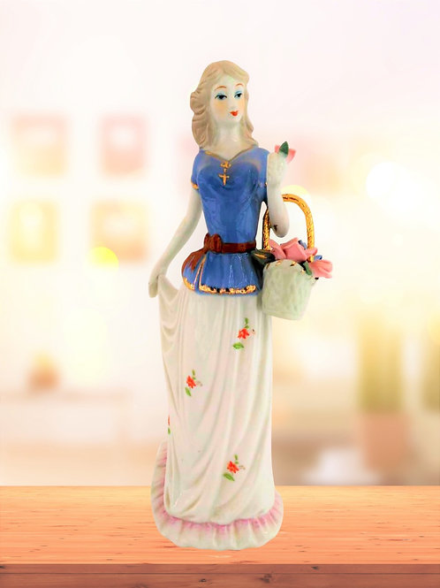 Charming and Beautiful Girl Statue