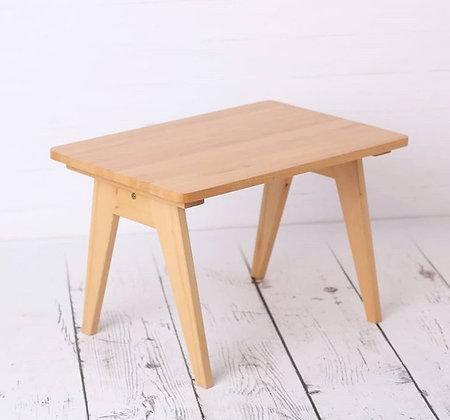 Petite table - bureau de créateur en Hêtre