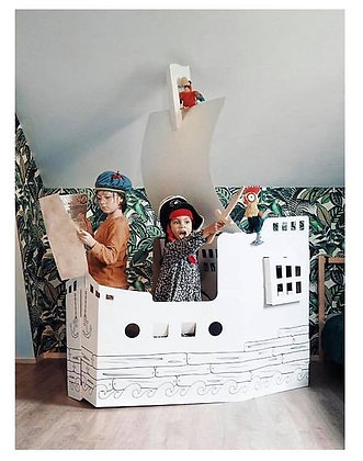 Bateau de pirates géant en carton