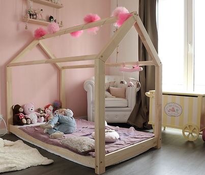 lit cabane maison au sol chambre fille lit au sol
