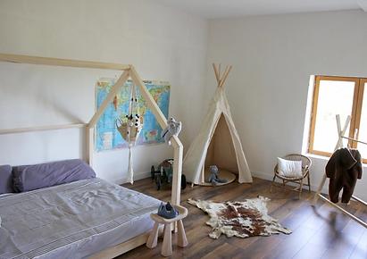 lit cabane maison au sol chambre fille lit au sol double