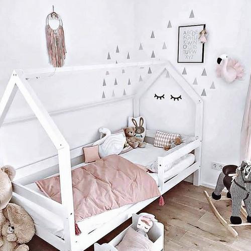 Lit cabane maison concernant lit cabane montessori gribouille ta chambre
