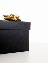 black-gift-box-190930.jpg