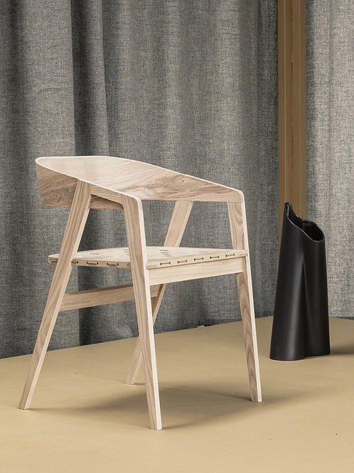 Ama dining chair